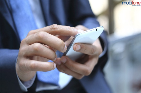 Mobifone tặng điện thoại cho doanh nghiệp hoà mạng trả sau tháng 2/2017